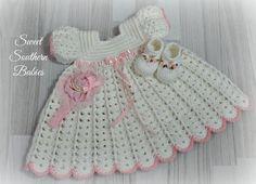 Vestido blanco de niña con los zapatos y por SweetSouthernBabies