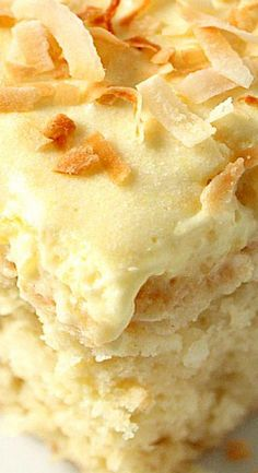Pink Lemonade Smoothie Mix Coconut Pineapple Cake Recipe - Sweet And Delicious Coconut Cake With Light And Fluffy Whipped Pineapple Frosting Perfect Summer Dessert The Coconut Cake Has A Tender Crumb And Melts In Your Mouth, All Thanks To Buttermilk Which Coconut Desserts, Coconut Recipes, Easy Desserts, Baking Recipes, Cake Recipes, Coconut Cakes, Best Coconut Cake Recipe, Coconut Oil, Coconut Cheesecake