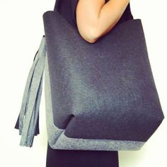 The collection. Autumn-Winter 2015-2016. Secchiello bicolore in lana. #madeinitaly #fashion #soireecreations #soiree #bag #fringe #black