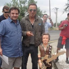 A fan makes a yummy cake for Bruce Springsteen.  Yummmmm on Bruce n the cake......