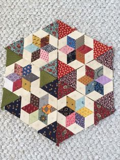 Use Kelly Ashton templates - Patchwork - Crafts Hexagon Patchwork, Hexagon Quilt, Square Quilt, Paper Piecing Patterns, Quilt Block Patterns, Scrappy Quilts, Mini Quilts, Quilting Projects, Quilting Designs