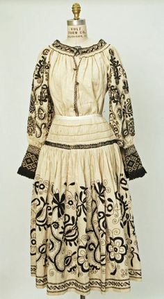 Spanish ensemble via The Costume Institute of the Metropolitan Museum of Art Historical Costume, Historical Clothing, Vintage Outfits, Vintage Fashion, Costume Institute, Folk Costume, Spanish Style, Traditional Dresses, Textiles