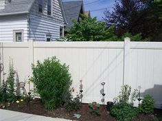 vinyl fence installation in the Milwaukee/Menomonee falls area