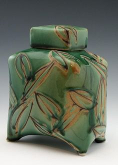 Birthe Flexner How is it that some of the best potters are not more internationally recognised?! One of my favourite potters, and one of the most talented, is Birthe Flexner. I met her through my good friend, Judith Wagenseller, owner of the House of Clay in Oklahoma City, Oklahoma, USA. Birthe Flexner's Work Birthe Flexner's Work Birthe did … … Continue reading →