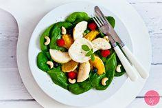 Sałatka ze szpinakiem i serem kozim Rocamadour z linii Reflets de France dostępnej w Carrefour.  http://dorota.in/salatka-ze-szpinakiem-i-serem-kozim/  #food #przepis #salatka