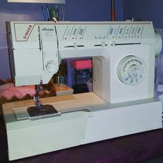 A powerfull sewing machine, old but working good