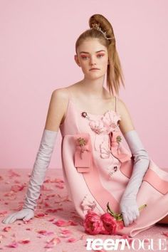 Willow Hand sports glam style for Teen Vogue September 2015 by Ben Toms [editorial] Pink Fashion, Fashion Shoot, Editorial Fashion, Teen Vogue Fashion, Fashion 2014, Beauty Editorial, Willow Hand, Rosa Style, Mode Rose