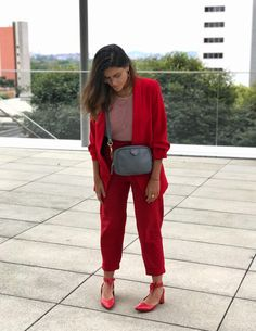 DIA 32 – Bem discretinha – Dando de Ombreiras Young Professional, Colourful Outfits, Casual Summer Outfits, Dress Codes, Fashion Outfits, Womens Fashion, Lady In Red, Casual Looks, Ideias Fashion