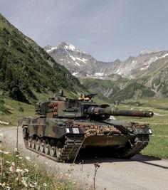 Zombie Apocalypse Survival, Ww2 Tanks, Battle Tank, Military Equipment, Modern Warfare, Armored Vehicles, Military Art, War Machine, Armed Forces