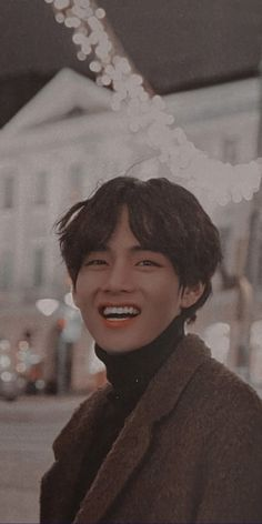 Taehyung Selca, Taehyung Smile, Bts Jungkook, Kpop, Bts K Pop, V Bts Cute, Bts Pictures, Photos, V Bts Wallpaper
