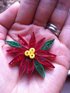 paper quilling | love to give these as a set of three ornaments