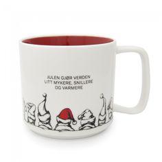 Kopp i keramikk med den julete teksten – «Julen gjør verden litt mykere, snillere og varmere» Høyde 8,5cm Diameter 9cm.
