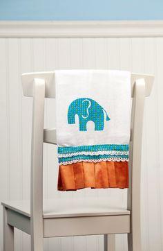 Stylish Baby Elephant Burp Cloth for either a girl or a boy! Create this burp cloth with the 9 Months cartridge! #cricut