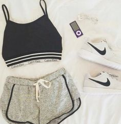 This is what I few days ago I bought a new pair of shoes, I've never bought so cheap Nike shoes , more than 70% discount, I wear a few days, the quality is also nice, and now share to you, you can try to buy it .
