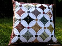 cathedral window pillow-made using SunFlower Seeds tutorial Patchwork Cushion, Patchwork Patterns, Quilted Pillow, Quilt Block Patterns, Quilt Blocks, Cathedral Window Patchwork, Cathedral Window Quilts, Cathedral Windows, Layer Cake Quilts