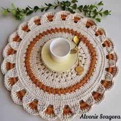 Basic Hand Embroidery Stitches, Crochet Stitches Free, Hand Embroidery Designs, Filet Crochet, Crochet Motif, Crochet Doilies, Crochet Home, Crochet Crafts, Crochet Projects