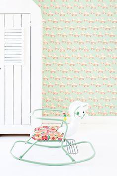 Dat vintage en grafisch een goede combinatie vormen zien we in de nieuwe collectie kinderbehang van Studio Ditte.