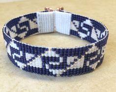 Esta pulsera de Zia y telar de cordón turquesa fue inspirada por todos los hermosos nativos y latinos americanos patrones que veo a mi alrededor en