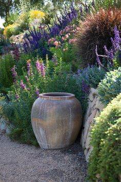 Mediterranean garden design - 45 garden ideas and garden furniture Sloped garden In modern cities, it is almost impossible to stay in the house with a yard, especially in the location cen. Small Cottage Garden Ideas, Garden Cottage, Country Garden Ideas, Hillside Garden, Sloped Garden, Gravel Garden, Mediterranean Garden Design, Mediterranean Style, Design Jardin