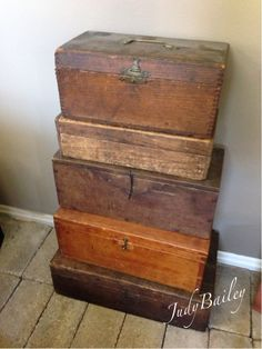 Collection of boxes Antique Wooden Boxes, How To Antique Wood, Wooden Chest, Wooden Trunks, Trunks And Chests, Wall Boxes, Wood Crates, Vintage Box, Deco Design