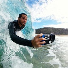 A nice morning bodysurf at Waimea Bay today.  Bodysurfing with my @watershot_housing . || @trustthebum || shot by @john_hook using his WaterShot housing & Samsung phone. Featured  @zaknoyle  #armorx