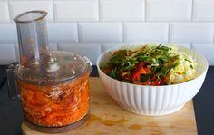Treveckorssallad- Vitkålssallad med lång hållbarhet - ZEINAS KITCHEN Diet Recipes, Healthy Recipes, Arabic Food, Chutney, Food And Drink, Rice, Mexican, Vegan, Cooking