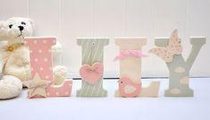 Lettre en bois et tissu pour chambre de fille et bébé prénom Lily Baby Letters, Flower Letters, Nursery Letters, Nursery Wall Decor, Baby Name Decorations, Baby Decor, Tiger Lily Flowers, Personalized Wall Decor, Baby Chloe