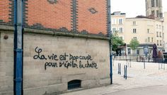 Street Art in Paris Graffiti Quotes, Graffiti Art, Street Quotes, Graffiti Tagging, French Quotes, Cool Walls, Wall Street, Picture Quotes, Haha