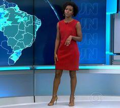 Maria Júlia Coutinho, apelidada pelos colegas de Maju, está fazendo sucesso não só com o seu talento na apresentação da previsão do tempo no Jornal Nacional, da Rede Globo. Os looks escolhidos pela jornalista para trabalhar também estão em alta entre as telespectadoras, fazendo com que as peças estejam na lis