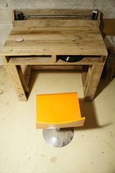 DIY Pallet Computer Table | Pallet Furniture Plans