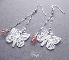 Boucles d'oreilles papillon dentelle, idéal mariage, bijou romantique : Boucles d'oreille par les-contes-de-lily