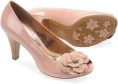 Sofft Gijon - An exquisite high-heeled pump with romantic flourish. i LOVE Sofft. Retro pretty and ridiculously comfortable.