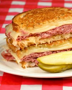 Instead of making Reuben Sandwiches, try my Reuben Casserole. It has all the deliciousness of a deconstructed Reuben Sandwich baked in a casserole. Grill Sandwich, Panini Sandwiches, Soup And Sandwich, Wrap Sandwiches, Chicken Sandwich, Fruit Sandwich, Pastrami Reuben Sandwich Recipe, Corned Beef Sandwich, Lunch Recipes