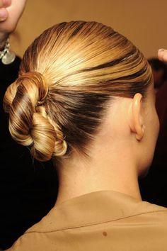 Chignon buns for long hair. Top chignon bun hairstyles for women. Gorgeous chignon updos for prom night. Night Out Hairstyles, Lazy Girl Hairstyles, Sleek Hairstyles, Summer Hairstyles, Twist Ponytail, Sleek Ponytail, Runway Hair, Hot Hair Styles, Textured Hair