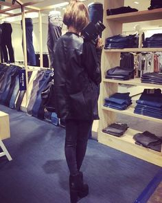 And this little blogger went to C&A for the launch of their new denim collection ...but all of that on my blog tomorrow so stay tuned  #jeans #canda #ca #denim #fashion #fall #fashionable #brussels #event #fashionblogger #blogging #photooftheday #photo #instastyle #instadaily #instamood #short #hair #cute #love by ruxandraioana