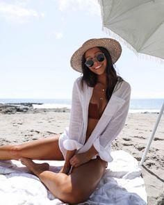 Cute Beach Pictures, Beach Photos, Beach Instagram Pictures, Vacation Pictures, Beach Poses By Yourself, Beach Photography Poses, Bikini Poses, Summer Aesthetic, Summer Outfits