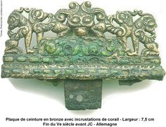 Plaque de ceinture en bronze avec incrustations de corail Fin du Ve siecle avant JC Allemagne