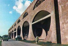 Dettaglio pagine interne Domus 548 / luglio 1975. Vista dell'edificio dell'ospedale Ayub