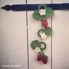 Crochet Flowers Design Crochet-strawberries-by-BautaWitch Crochet Heart Blanket, Baby Afghan Crochet, Crochet Squares, Knit Or Crochet, Crochet Puff Flower, Crochet Flower Patterns, Crochet Designs, Crochet Flowers, Crochet Baby Costumes