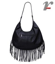 Bolsa saco com franjas e correntes.