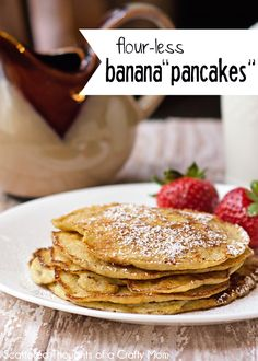 Start your morning off right with this refined sugar and gluten-free Flourless Banana Pancakes recipe. The recipe is just 3 ingredients and is super easy to make. Even though the pancakes don't quite taste like a traditional pancake, I think 21 Day Fix, Gluten Free Breakfasts, Gluten Free Recipes, Healthy Recipes, Crepes, Flourless Banana Pancakes, Pancake Healthy, Banana And Egg, Pancakes And Waffles