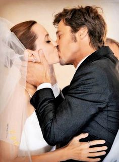 17 Crazy Celebrity Wedding Gift Lists - Angelina Jolie and Brad Pitt Celebrity Wedding Photos, Celebrity Couples, Celebrity Weddings, Vivienne Marcheline Jolie Pitt, Brad And Angie, Brad Pitt And Angelina Jolie, Shiloh, Jennifer Aniston, Crazy Celebrities