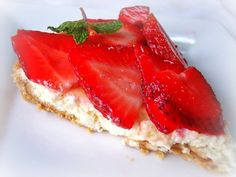 Fresh Strawberry Ricotta/Cream Cheese Tart (light verison of a cheese cake) Yummy Treats, Delicious Desserts, Sweet Treats, Yummy Food, Healthier Desserts, Tart Recipes, Baking Recipes, Grilled Vegetable Skewers, Zucchini Ribbon Salad