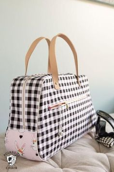 Make a great bag that is perfect for travel. A fun weekender bag sewing  pattern. Sewing patterns for travel bags and weekend bags 05948e94ff708