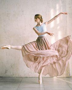 Tuesday, June 2018 – Ballet: The Best Photographs Dance Picture Poses, Dance Photo Shoot, Dance Poses, Dance Pictures, Ballet Art, Ballet Dancers, Bolshoi Ballet, Ballerinas, Dance Photography Poses