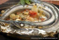 La Piccola Casa: Cucinare il pesce azzurro: Aguglia in padella con pomodorini, capperi, basilico e cipolline