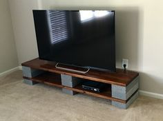 Diy entertainment center ideas and designs for your new home tags floating industrial flat screens Pallet House, Pallet Tv, Wood Pallets, Closet Hacks, Diy Tv Stand, Healthy Living Quotes, Diy Entertainment Center, New Homes, Entertaining