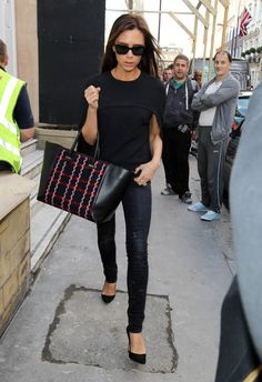 Family affair: Victoria Beckham hopes her family will take a hands on approach to her new store. Moda Victoria Beckham, Chic Outfits, Fall Outfits, Victoria Fashion, Love Fashion, Womens Fashion, Jeans Skinny, Celebrity Look, Ideias Fashion