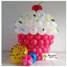 Cupcake balloon decor                                                                                                                                                      Mais