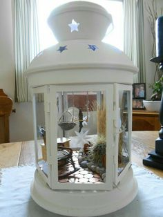 Cheap and Easy DIY Christmas Decorations on a Budget Diy Christmas Decorations Easy, Christmas Lanterns, Christmas Crafts For Gifts, Christmas Diy, Holiday, Fairy Lanterns, Lanterns Decor, Miniature Crafts, Miniature Fairy Gardens